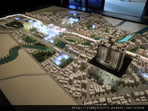 [青埔高鐵] 盛亞建設「富宇東方悅」(大樓)銷售團隊與建物模型 2013-07-25 008.jpg