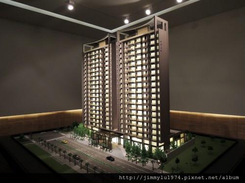 [竹北高鐵] 名銓建設「坤山君峰」(大樓)外觀模型 2013-08-01 001.jpg