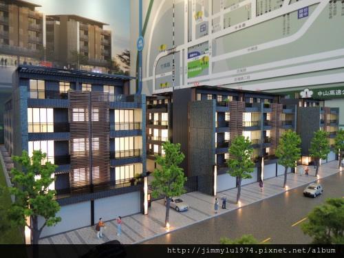[竹南大埔] 寶君建設「寶君有謙No.13」模型(部分電梯透天) 2013-11-13 001