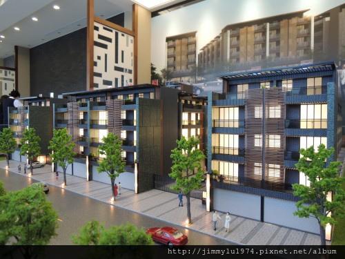 [竹南大埔] 寶君建設「寶君有謙No.13」模型(部分電梯透天) 2013-11-13 003