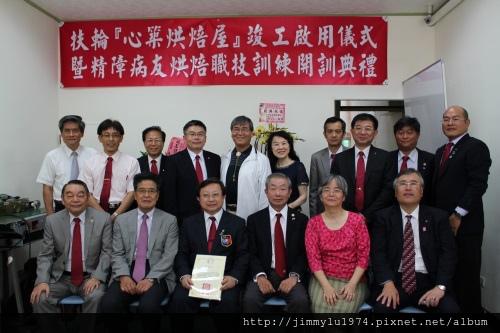 心築烘焙屋開訓典禮。左三為陳弘修總監,左一為吳憲一醫師,右二為彭怡泉理事長。