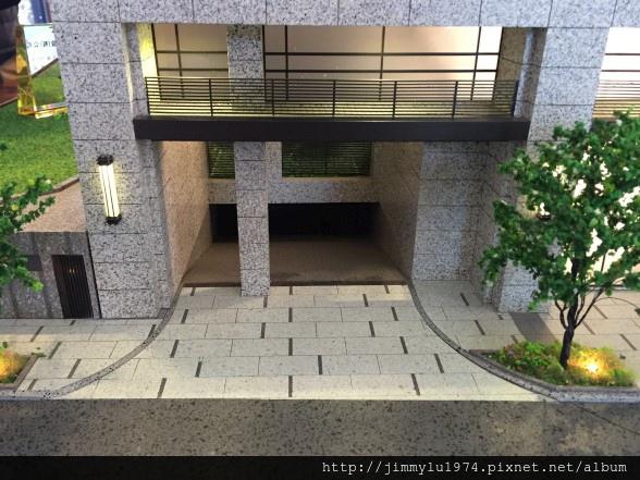 [竹南龍山] 君寶建設「有謙16」(大樓)2015-01-17 013.jpg