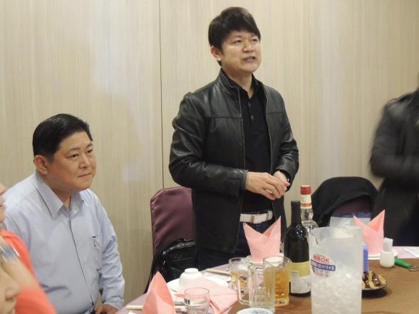 新竹市代銷公會理事長徐勝國,左為副理事長王秉逸