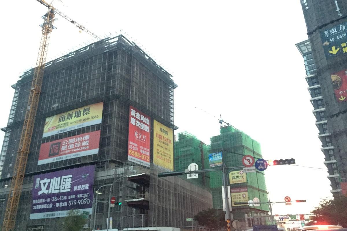[看屋報告] 2016新竹房市關鍵報告2016-01-04 001 光埔重劃區結構體大樓.jpg