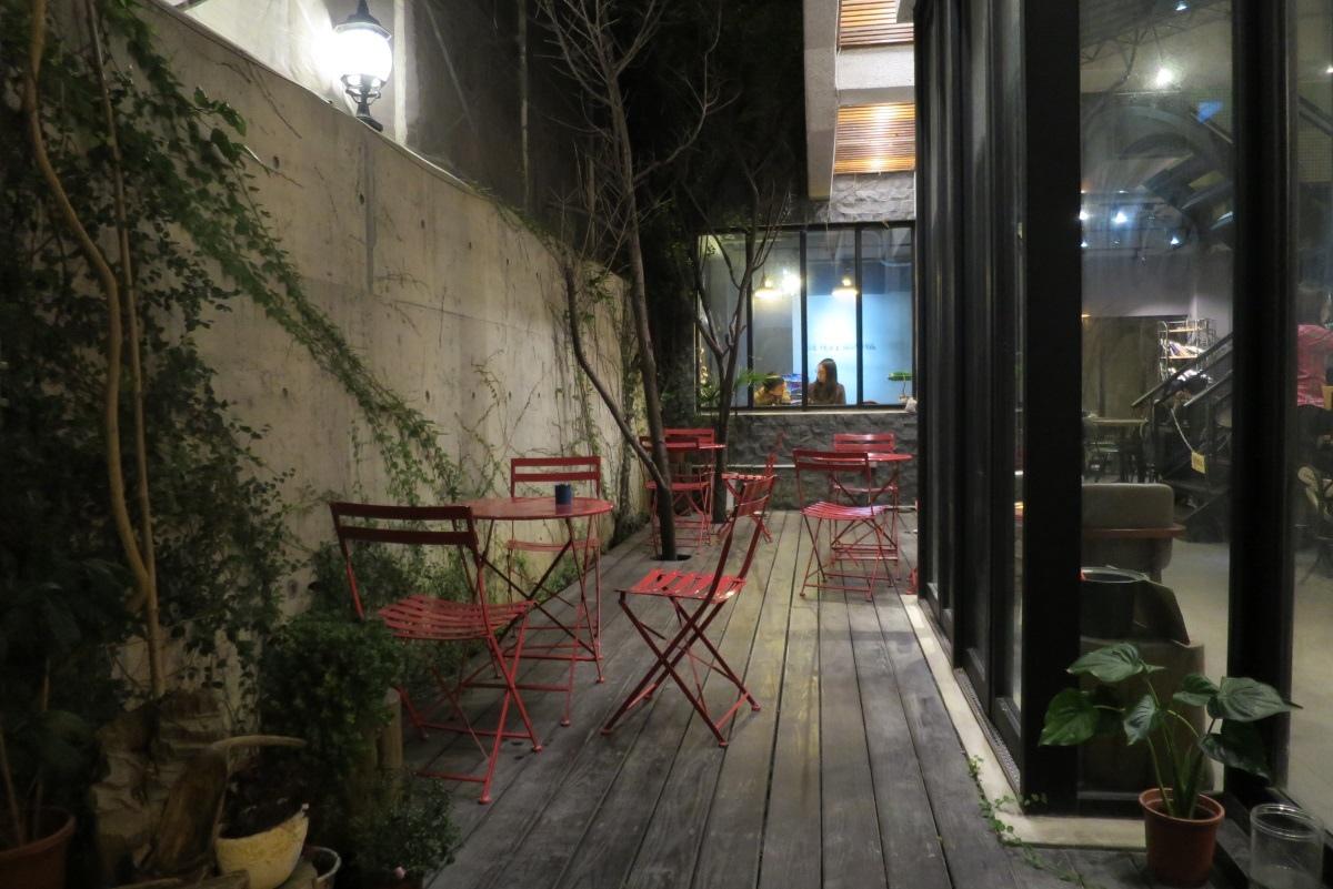 [美食週報]吃喝玩樂一手包辦 新竹縣怎麼玩都不膩09二街咖啡:悠閒時光吃著美味蛋糕是不是很享受.JPG