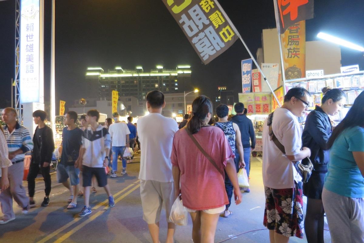 [美食週報]吃喝玩樂一手包辦 新竹縣怎麼玩都不膩11超大規模的竹北夜市什麼都有.JPG