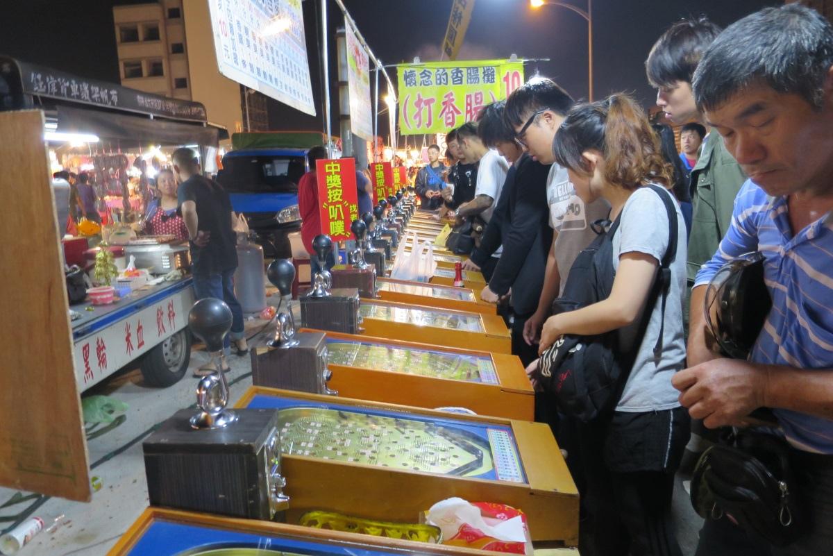 [美食週報]吃喝玩樂一手包辦 新竹縣怎麼玩都不膩14竹北夜市內的打香腸攤位相當受歡迎.JPG