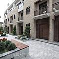 雄基建設「鉑金官邸」35社區中庭C區.JPG