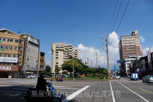 台中半日遊50進化路旁.JPG