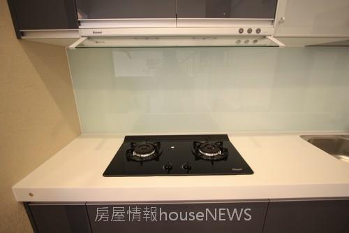 品基建設「御前埼」09廚具陳列.JPG