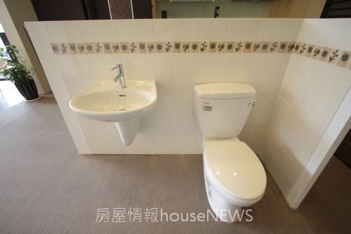 品基建設「御前埼」13衛浴陳列.JPG