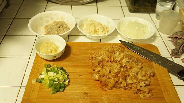 13蝦仁拌蛋白、荸薺、洋蔥、蒜頭、青蔥、油條.jpg