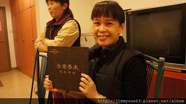 25漂亮阿長也被逼著賣起茶來.jpg