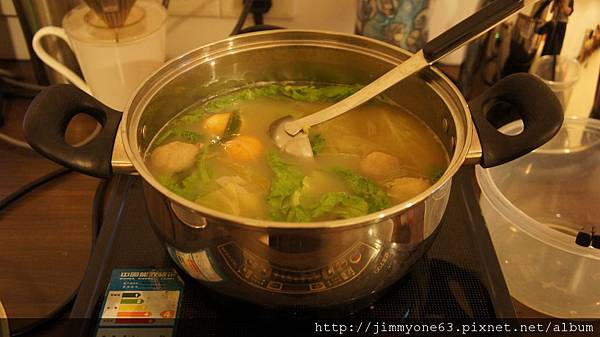 33把吃剩的火鍋湯再加料還是好美味.jpg