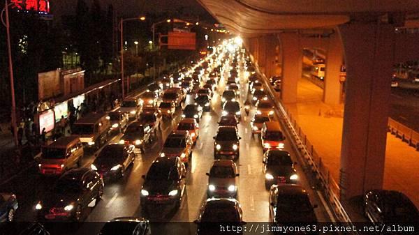 21天橋上拍往SM的來車.jpg