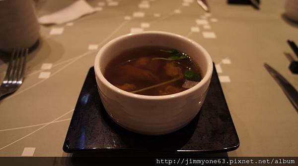 16百合牛腩湯(湯).jpg