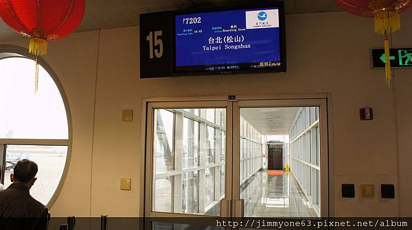 51說好4點45分登機的閘門沒開