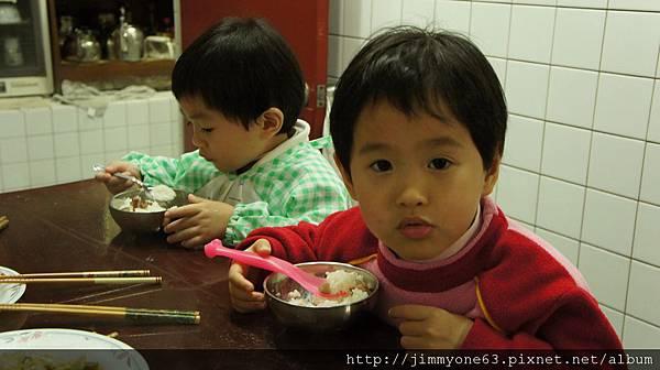 11每餐優先進食的兩隻禽獸