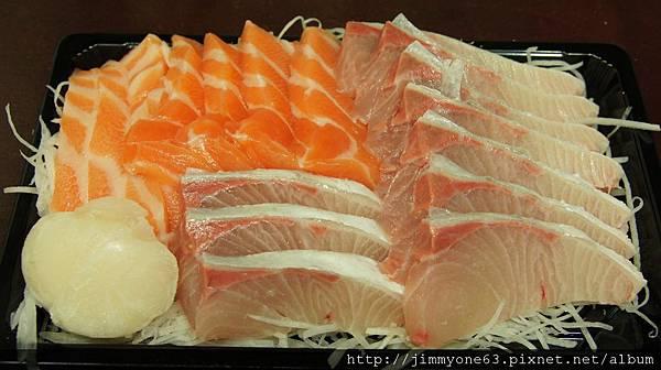 002老婆回家順便買的安安海鮮生魚片