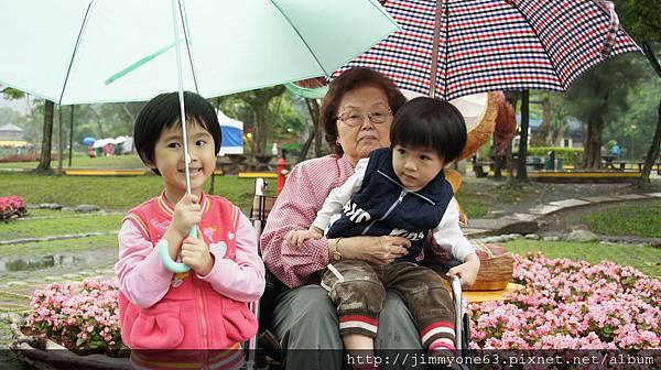 061老媽輪椅逛花博