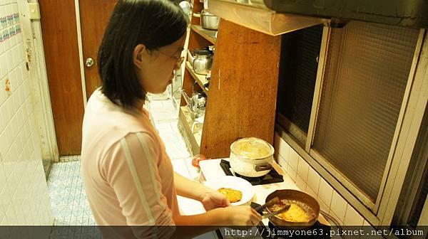 04過蛋汁裹上麵包粉(二廚真漂亮)