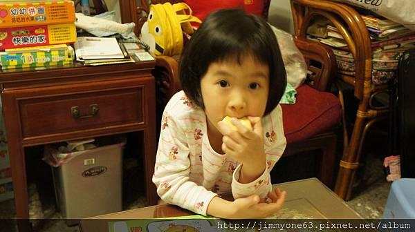 01阿箴吃鹹光餅