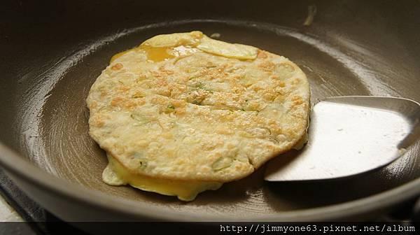27煎個蛋鋪上餅皮.jpg
