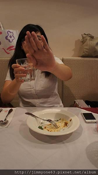 18第一個吃光前菜還裝害羞.jpg
