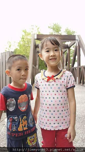 44回程姐姐說要在木棧橋跟阿賢拍照.jpg