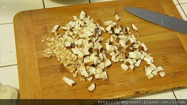 05香菇切丁蒂切末