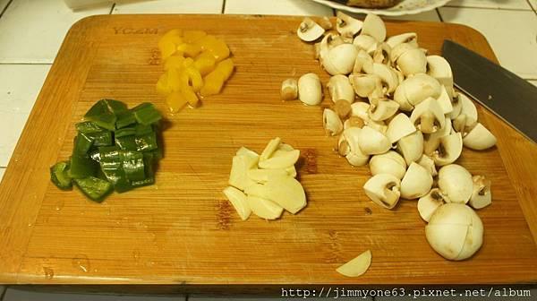 14蒜片彩椒跟洋菇.jpg