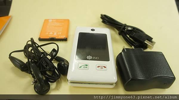 03本體耳機變壓器USB線跟電池.jpg