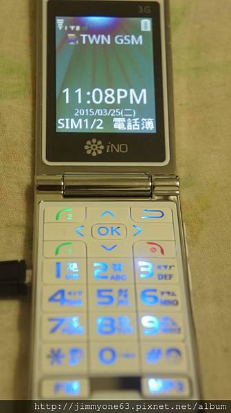 04對非智慧型手機來說螢幕跟按鍵都很大.JPG