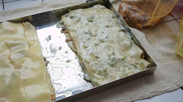11逐層抹上磨菇醬或白醬
