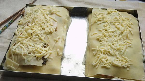 14鋪上乳酪絲