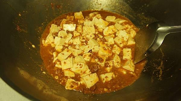 35豆腐下鍋拌.jpg