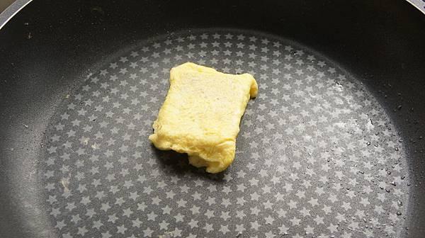 02煎塊蛋皮包上.jpg