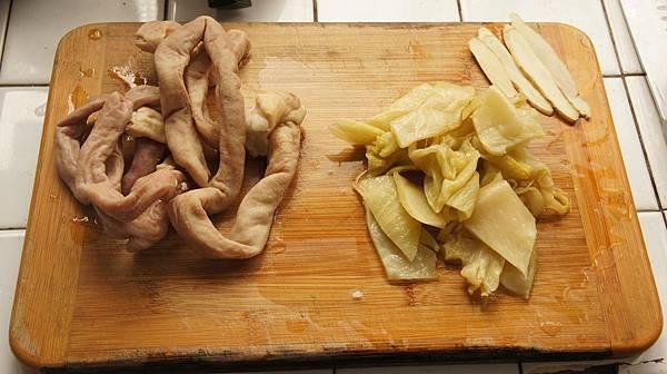 18酸菜小腸跟薑.jpg