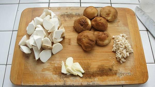 07蒜味雙菇材料.jpg