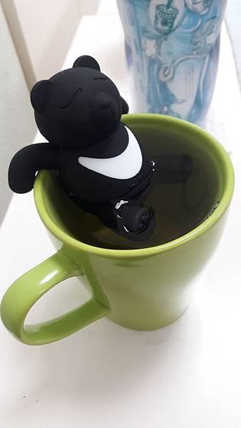 12泡湯的台灣黑熊.jpg