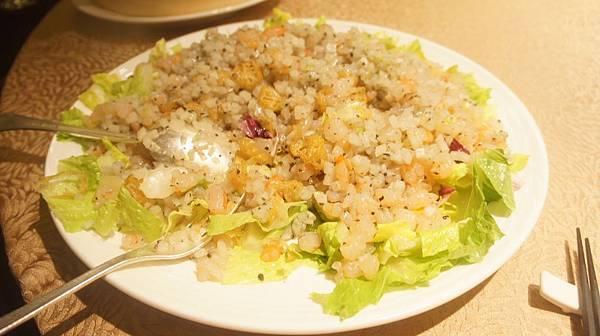 13蝦鬆有蝦丁洋蔥丁荸薺丁美生菜油條跟松露.jpg