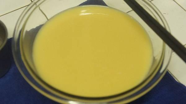 01三顆蛋加三杯半的水還有醬油跟鹽打勻去泡泡.jpg
