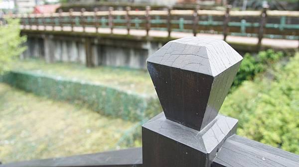 26嘖嘖連扶手都是天燈造型.jpg