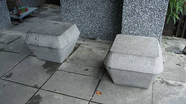 47開始有視覺疲勞的天燈造型石椅.jpg