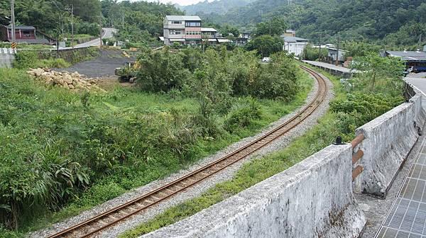 72沿著鐵路走就沒錯.jpg