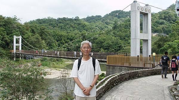99四廣潭吊橋與拎杯.jpg