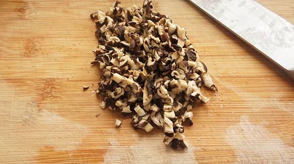 15香菇切丁.jpg