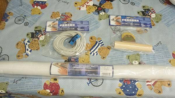 42準備材料紗網橡膠壓條跟壓繩車.jpg