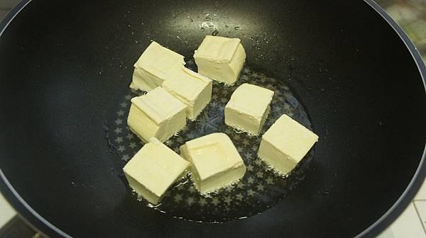 10家常豆腐切立方塊下鍋煎到六面金黃.jpg