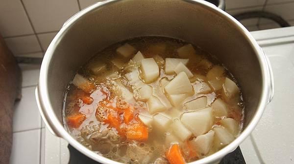 06加入紅白蘿蔔丁再加壓5分鐘.jpg